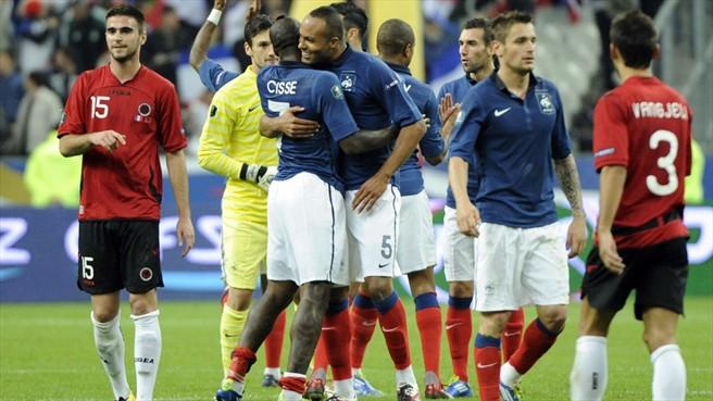 Los jugadores de Francia celebran la victoria tras el pitido final en el encuentro que ganaron por 3-0 a Albania