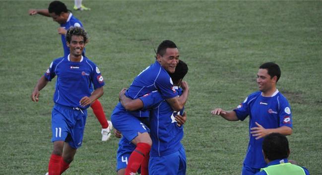 Tonga celebra un gol ante las Islas Cook en la primera ronda ganando 3-2