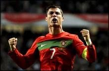 Ronaldo celebra uno de sus goles frente a Bosnia
