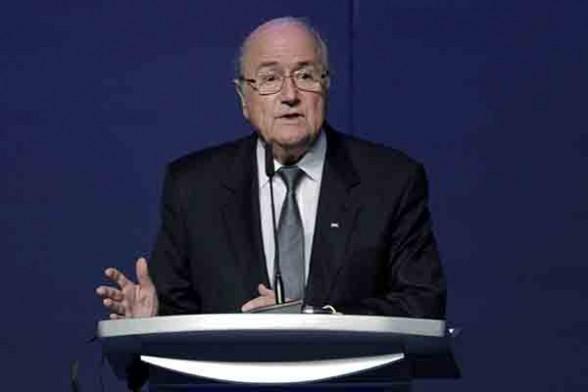 El presidente de la FIFA, Joseph Blatter, habla en el XXXVI Congreso de la UEFA en Estambul