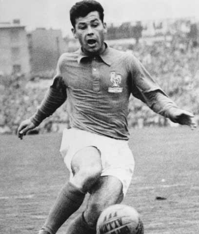 El delantero francés Just Fontaine, quien marcó 13 goles en el Mundial de 1958