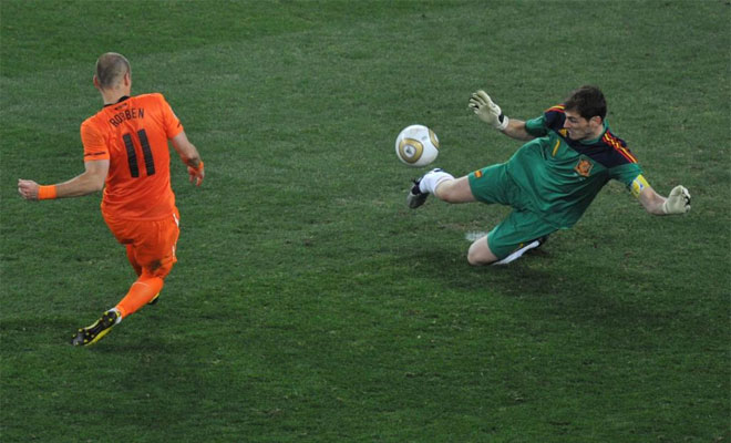 Paradón fundamental de Casillas a Robben en la final de Sudáfrica