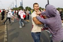 Duro enfrentamiento entre aficionados rusos y polacos
