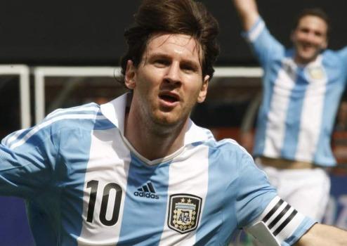 Messi celebra uno de sus goles ante Brasil