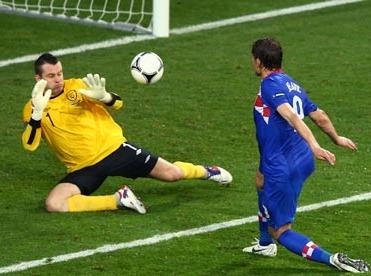 Jelavić define ante Given en el 2-1