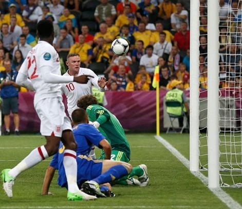 Rooney aprovecha el error de Pyatov para anotar el único tanto del partido