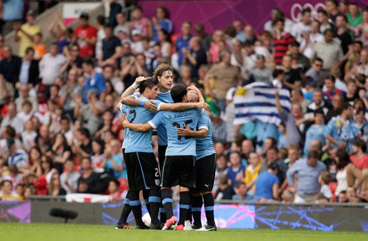 Uruguay venció a Emiratos y Gran Bretaña empató con Senegal